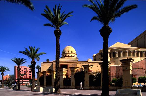 Palmengesäumt - das königliche Theater in Marrakesch.
