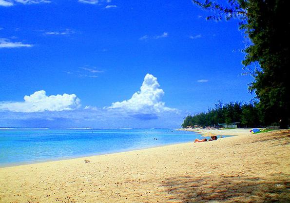 Eine der Traumstrände auf La Réunion: Der L'Ermitage Beach. (Foto Samuel Hoarau)
