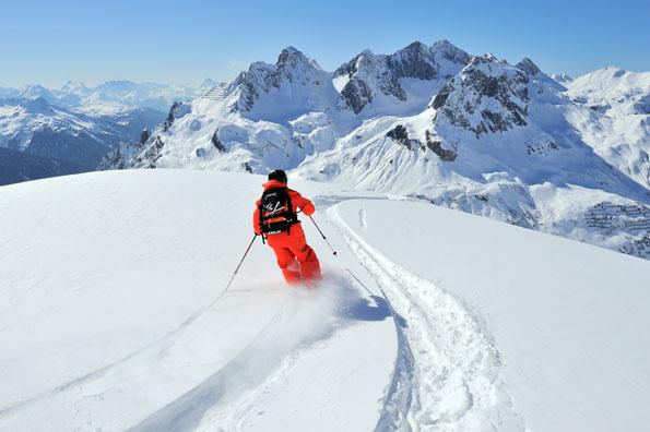 Tiefschneefahren ist ein besonderer Genuss in Lech-Zürs. (Foto: Sepp Mallaun)