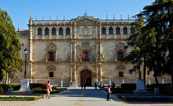 Die historische Universität von Alcalá de Henares gilt als eine der ältesten Hochschulen in Europa.