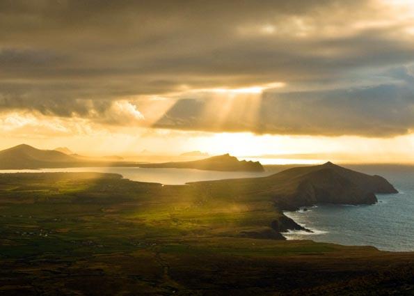 Stimmungsvoll präsentieren sich die Soinnenuntergänge an der irischen Westküste.