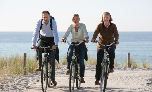 Von Graal-Müritz aus starten verschiedene Radrouten. Die Ostsee ist dabei nie weit entfernt. (Foto: djd)