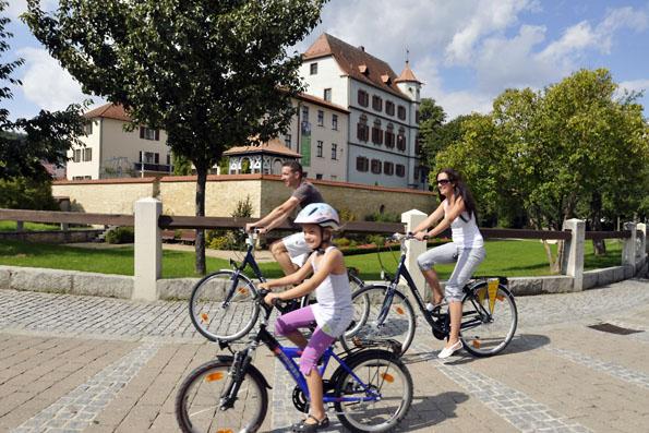 Treuchtlingen und das Altmühltal sind hervorragend für Radtouren geeignet. (Foto: djd)