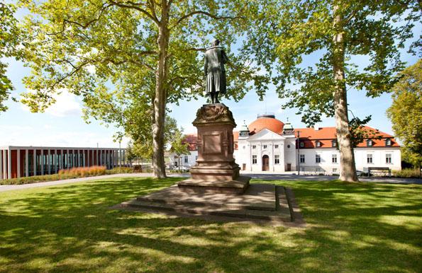 Im Schiller-Nationalmuseum auf der Schillerhöhe und dem benachbarten Literaturmuseum der Moderne finden sich Schätze aus 260 Jahren deutscher Literaturgeschichte. (Foto: djd)