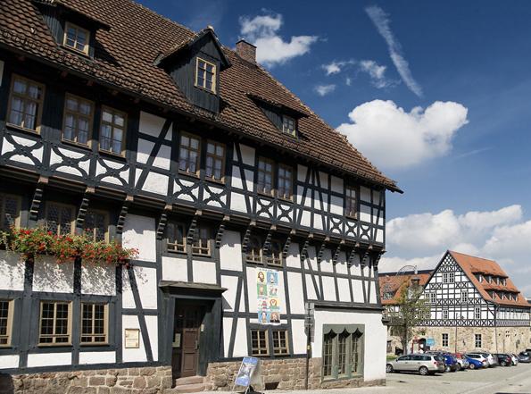 Mitte 2015 wird das Lutherhaus - restauriert und um einen Neubau mit neuer Dauerausstellung und Museumsshop erweitert - wieder eröffnet. Es ist das wohl älteste Fachwerkhaus Thüringens, in dem Martin Luther als Schüler drei Jahre bei der Familie Cotta Aufnahme fand. (Foto: A.-L. Thamm)