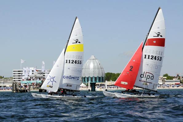 Maritim: Segelsport wird an der Ostsee großgeschrieben. Vom frühen Sommer bis in den Herbst hinein starten vor Grömitz zahlreiche Regatten. (Foto: djd)