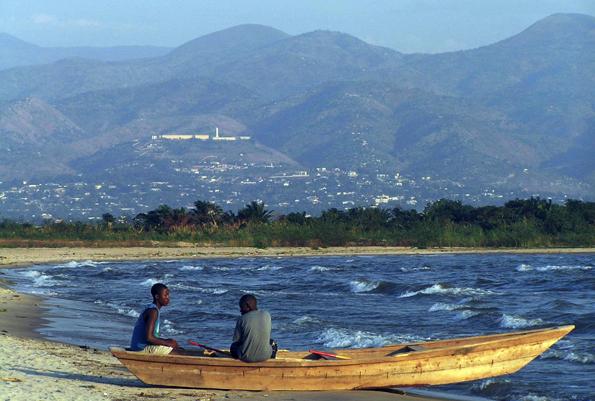 Ein malerisches Stück Burundi: Der fischreiche Tanganyikasee. (Foto Francesca Ansaloni)