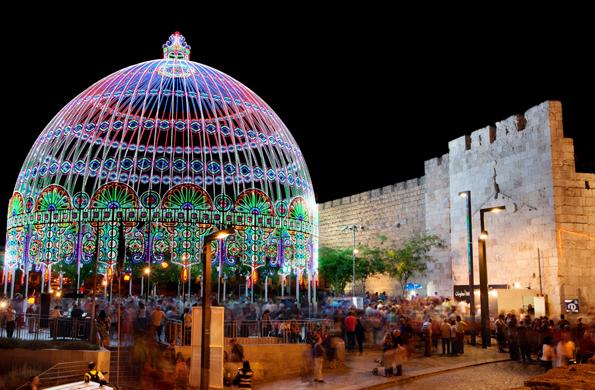 Ein echter Hingucker nicht nur während des Lichterfestivals: das Jaffa Tor in Jerusalem.