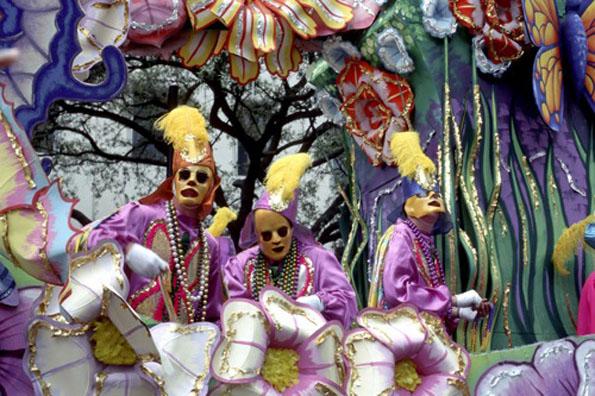 Riesen-Spektakel im French Quarter von New Orleans: Das jährliche Mardi Gras Festival.