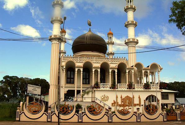 Ein der Landmarken in Paramaribo: Die Moschee an der Keizerstraat. (Foto Brokopondo)