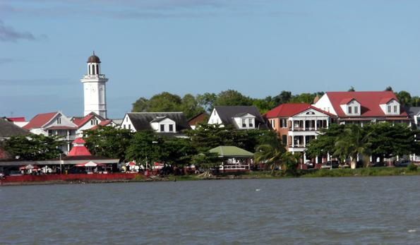 Blick auf Surinames Hauptstadt Paramaribo. (Foto Mark Ahsmann)