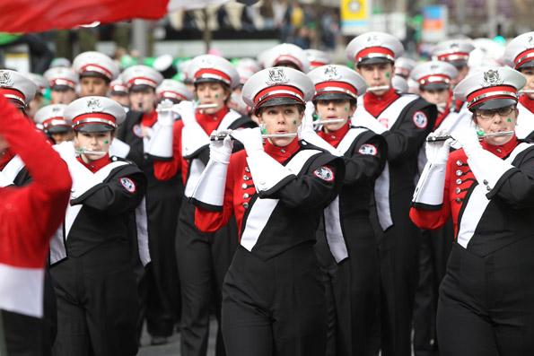 Ein Dutzend Musikkapellen begleiten die St. Patrick's Parade und sorgen für die richtigen Töne.