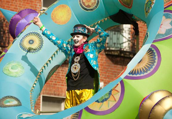 Zahlreiche Hingucker hält die St. Patrick's Parade in Dublin für die Zuschauer bereit.