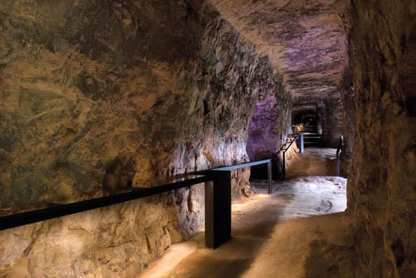 Der Gang durch die unterirdischen Befestigungsanlagen im mächtigen Bockfelsen gehört zu jedem Luxemburg-Besuch dazu. (Foto:  LCTO)