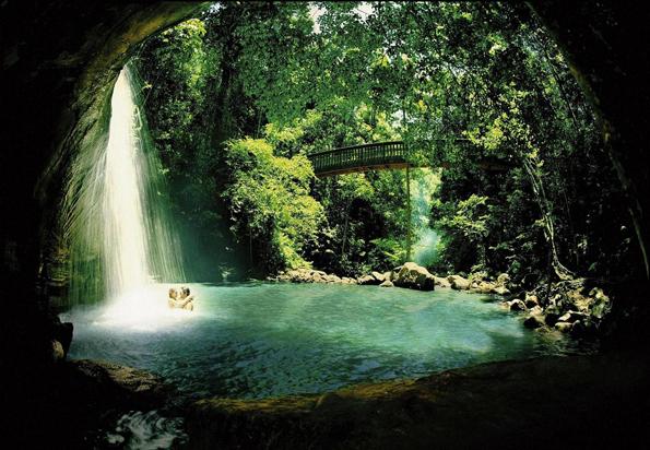 Auch die spektakulären Buderim Falls liegen an Australia#s Nature Coast.