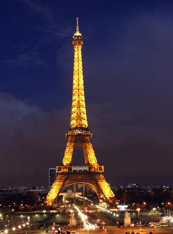 Nach Einbruch der Dunkelheit noch imposanter: Der Eiffelturm. (Foto: Karsten-Thilo Raab)
