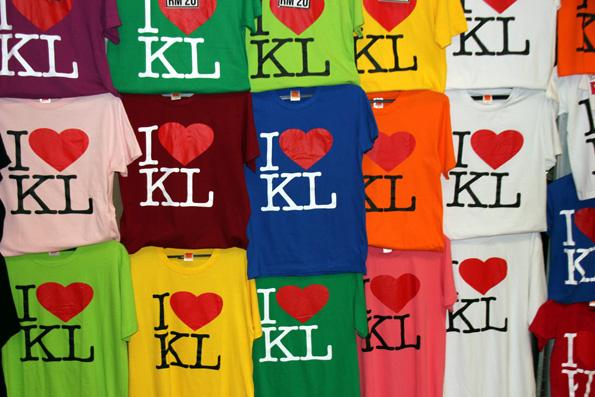 Im Chinesenviertel von KL gibt es alles zu kaufen - vor allem Souvenirs und nachgemachte Markenartikel. (Foto: Karsten-Thilo Raab)