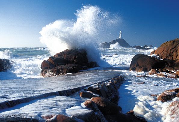 Wellen umtost: Das  Corbière-Lighthouse.