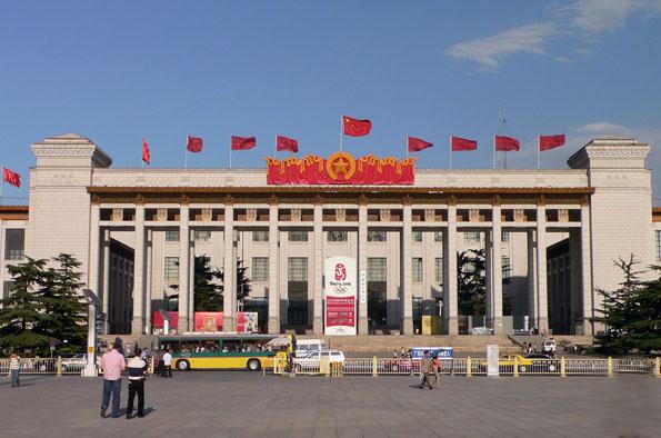 Am größten Platz der Erde steht mit dem Chinesischen Nationalmuseum auch das größte Museum der Welt.