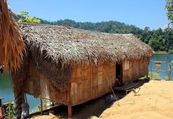 In einfachsten Hütten leben die Orang Asli in ihrem Dorf Kampung Chuweh im Royal Belum Regenwald. (Foto: Karsten-Thilo Rab)