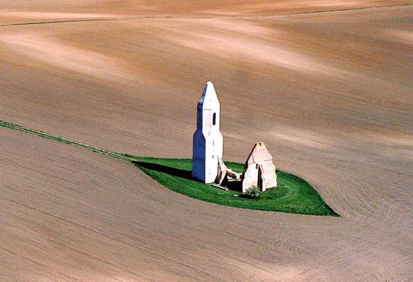 Somogyvámos – eine verträumte Kirchenruine in der Puszta.