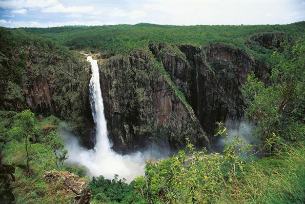 Wenig bekanntes Naturspektakel: Die Wallaman Falls, Australiens höchste Wasserfälle.