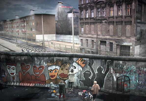 Im asisi Panometer öffnet sich der imaginäre Blick über die Berliner Mauer in den 1980er Jahren. (Foto: Karsten-Thilo Raab)