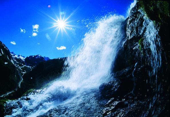 Am WildeWasserWeg im Stubaital mit einzigartigen alpinen Schauplätzen  wird das Element Wasser auf fantastische Art und Weise erlebbar gemacht. (Fotos: TVB Stubai)