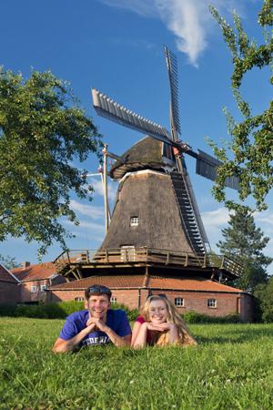 Historische Mühlen und viele andere Sehenswürdigkeiten locken ins Südliche Ostfriesland. (Foto: djd)