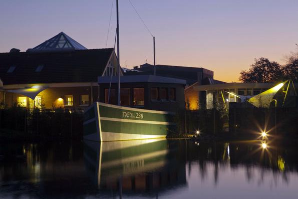 Ein echt maritimes Wellnesserlebnis bietet die Neuharlingersieler Kutter-Sauna. (Foto: djd)