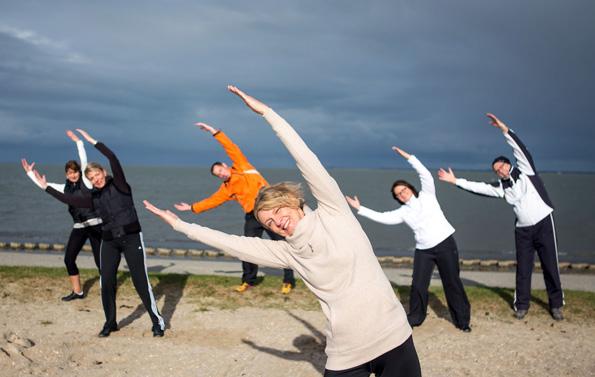 Die Bewegung an der gesunden Nordseeluft ist gut bei Erkrankungen der oberen Atemwege. (Foto: djd)