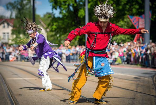 Sternreiterparade, Westerncamps, Reitturniere und indianische Tänze gehören bei den Karl-May-Festtagen dazu. (Foto: André Wirsig)