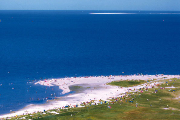 Vom Wangerland aus kann man ganz bequem auf die Nordseeinseln Wangerooge und Helgoland übersetzen.