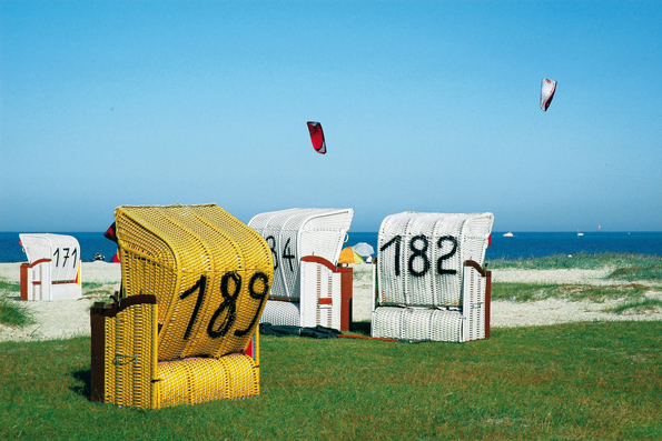 Bald stehen die Strandkörbe wieder draußen: Im Wangerland freut man sich auf die neue Urlaubssaison.