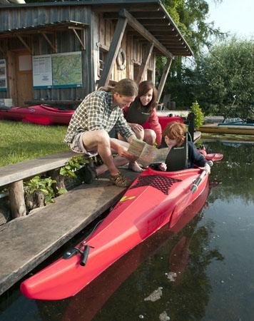 Durch die Uckermark führen viele Paddelstrecken, die auch für Kinder interessant sind. Zum Beispiel Ausflüge zu den Bibern. (Foto:Klaus-Peter Kappest)