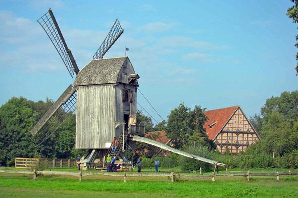 Im Museumsdorf Cloppenburg befindet sich auch eine Bockwindmühle aus dem Jahr 1638. (Foto: Michael Nath)