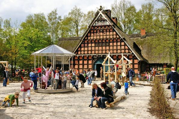 Auch für Kinder hält das Museumsdorf Cloppenburg spannende Kulturerlebnisse bereit. Anschließend bietet der direkt im Museumsdorf liegende Spielplatz jede Menge Spiel und Spaß.(Foto:Eckhard Albrecht)