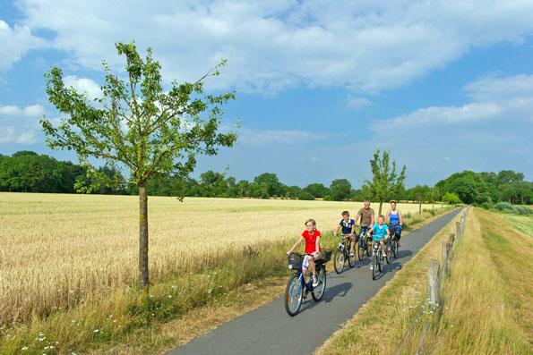 Ein rund 2.500 Kilometer langes Radwegeleitsystem führt zu den stillen Naturschauplätzen der Region Oldenburger Münsterland. (Foto: Matthias Niehues)