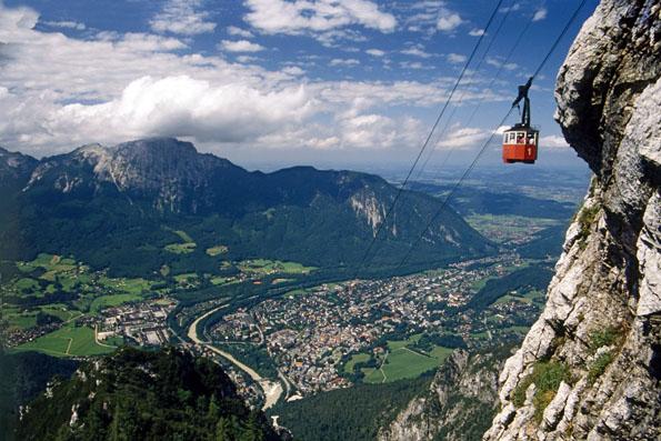 Nicht weit von der bayerisch-österreichischen Grenze entfernt locken Almen, aussichtsreiche Plätze und glitzernde Seen. (Foto: djd)