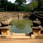 Wasserlassende Gottheiten in Sri Lanka