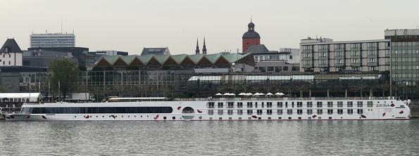 Die A-ROSA FLORA bei der Taufe in Mainz.