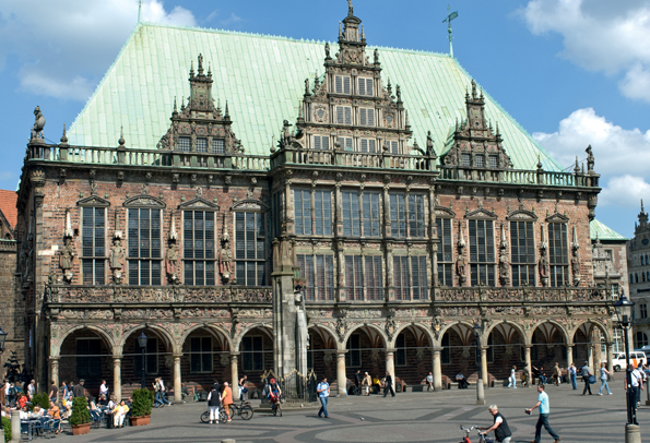 Der Bremer Marktplatz und das im Stile der Weserrenaissance erbaute Rathaus.