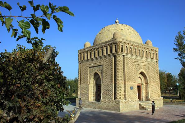 Das Samandiden Mausoleum in Bukhara gilt als ältester Kuppelbau der islamischen Welt. (Foto: Karsten-Thilo Raab)