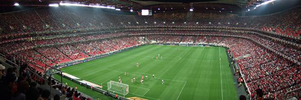 Fernsehkameras übertragen das Champions League Finale im Estádio do Sport Lisboa e Benfica in alle Welt.