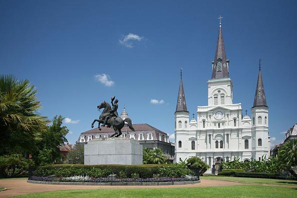Einer der meist fotografierten Plätze in New Orleans: Der Jackson Square. (Foto: Daniel Scvhwen)