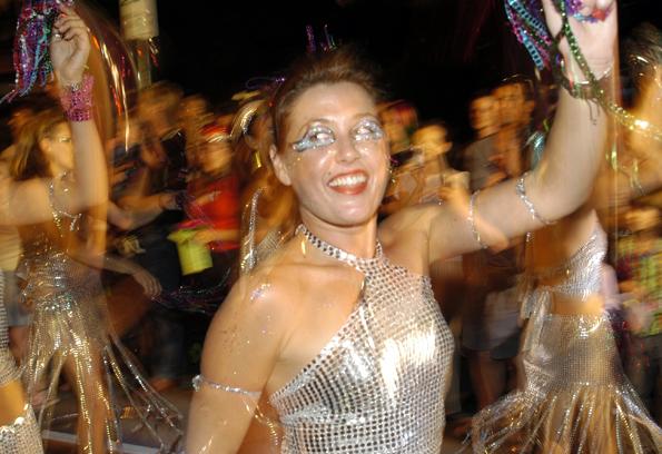 Ausgelassene Stimmung herrscht unter der Sonne Australiens beim Karneval in Port Douglas. (Foto Tourism Port Douglas Daintree)