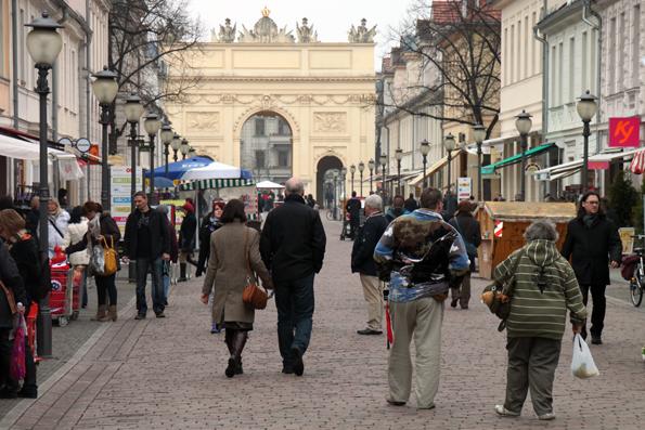 Klein, fast schon provinziell wirkt die Fußgängerzone in Brandenburgs Hauptstadt Potsdam. (Foto: Karsten-Thilo Raab)