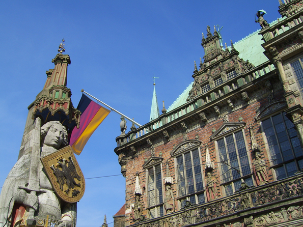 Das berühmteste Ensemble Bremens: Die Rolands-Statue und das Rathaus. (Foto BZT)