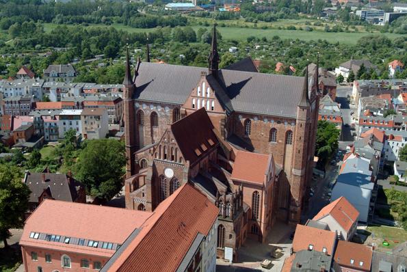 Prachtbau und Wahrzeichen von Wismar: Die Kirche St. Georgen.
