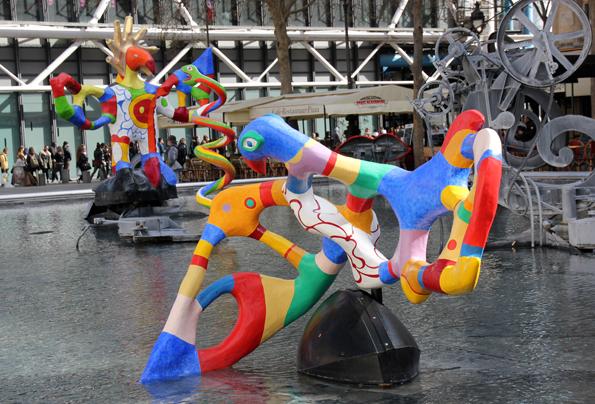Ein echter Blickfang: Der Stravinsky Brunnen von Jean Tinguely und Niki de Saint Phalle am Centre Pompidou. (Foto: Karsten-Thilo Raab)